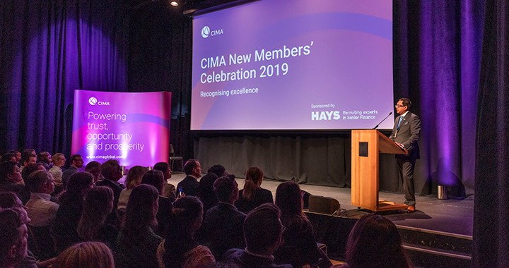 CIMA President Amal Ratnayake, FCMA, CGMA, provides advice to new members in London.