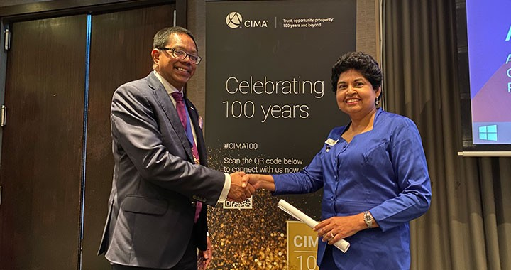 Ratnayake visited New Zealand in November and recognised the service of Auckland branch chairperson Niroshini Jayasekera, CPA (Australia), ACMA, CGMA.